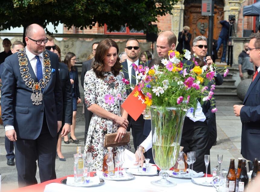 Entrada la tarde del martes, los Duques de Cambridge visitaron la plaza...