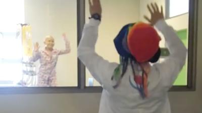 Un niño internado en un hospital baila 'Despacito' y hace llorar a Luis...