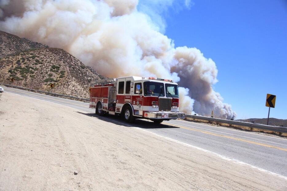 En las primeras horas 500 bomberos fueron desplazados al lugar.