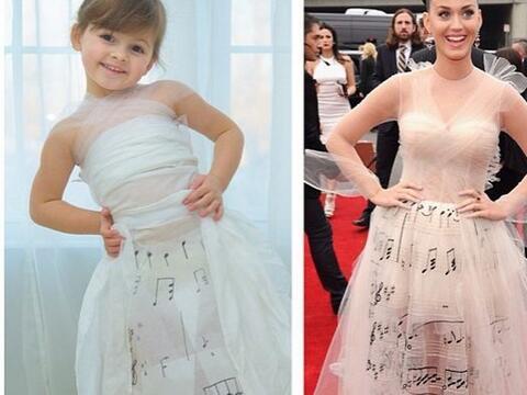 Aqui la pequeña Mayhem luciendo un vestido inspirado en el que us...