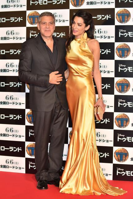 El actor llevó a su flamante esposa a la presentación de su cinta 'Tomor...