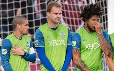 Osvaldo Alonso y Román Torres no jugarían para Seattle Sou...