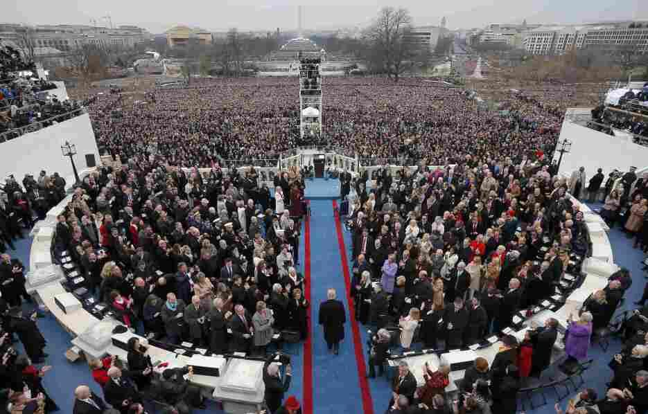 In photos: President Trump is sworn in 2017-01-20T165111Z_1849031121_HT1...