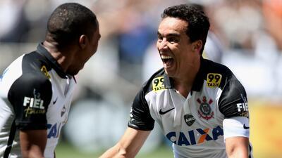 Jadson anotó los goles del triunfo del 'Timao'