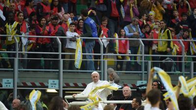 Aprovechando la Fecha FIFA, el Papa Francisco visitó San Siro y lo llenó