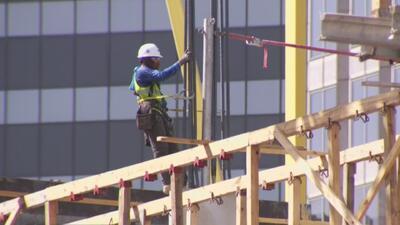 Las medidas que se deben tomar para proteger del calor a los que trabajan al aire libre