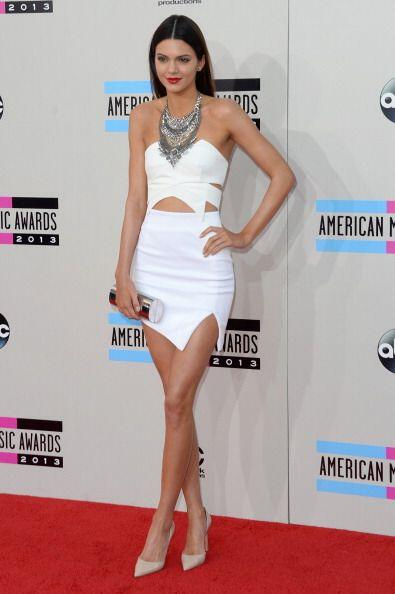 ¿Qué tal este vestido de Keepsake en color blanco que Kendall decidió us...