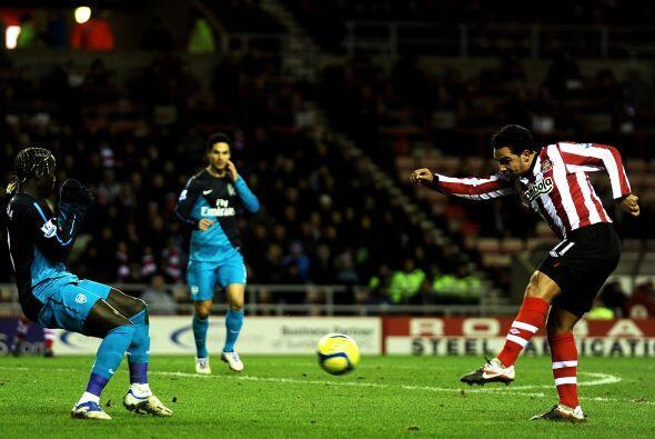 Kieran Richardson anotó el primer gol del Sunderland con una buena defin...