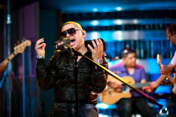 Entre los éxitos de Larry Hernández se encuentran los temas 'Arrastrando...