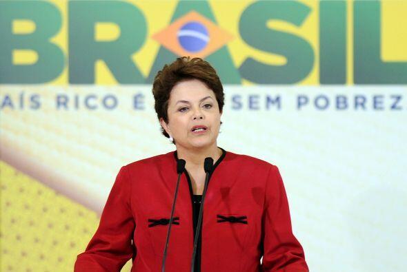 Horas después de la tragedia, la presidenta de Brasil, Dilma Rousseff, d...