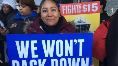 Cientos de trabajadores del aeropuerto O'Hare se van a huelga