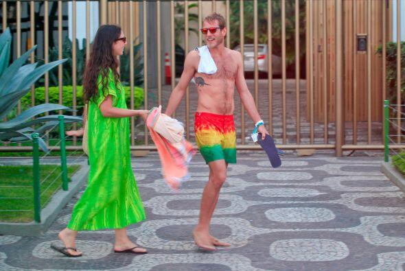 Llegando a la playa.  Mira aquí los videos más chismosos.