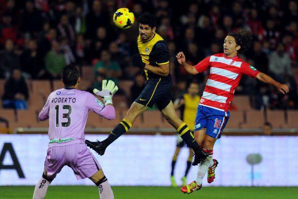 Al mismo tiempo, el Atlético de Madrid se metió a la casa del Granada.
