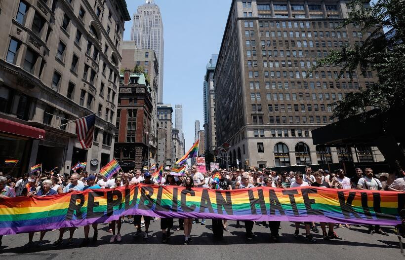 """""""El odio republicano mata"""" denunció este grupo en el desfile."""