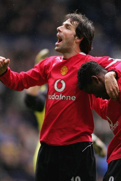 En 2001 llegó hasta semifinales con el Manchester United, al sigu...