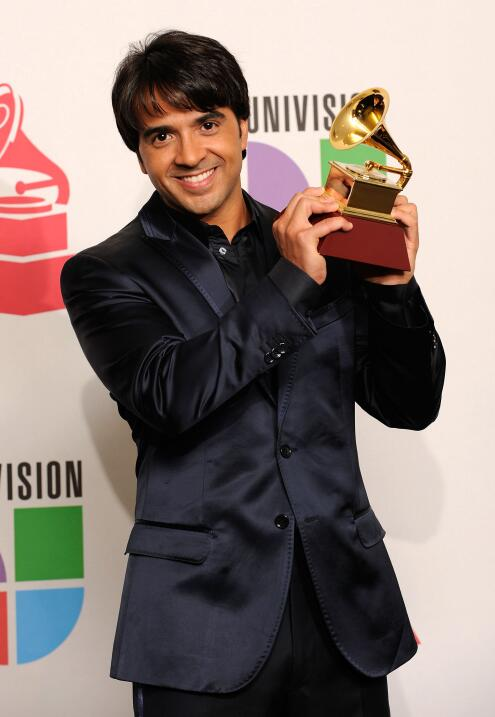 En 2009, Luis Fonsi ganó Canción del Año por 'Aqu&i...