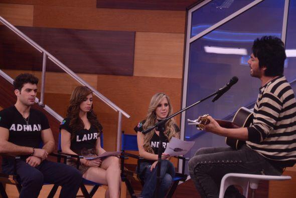 Las chicas se tenían que aprender el coro de la canción pe...