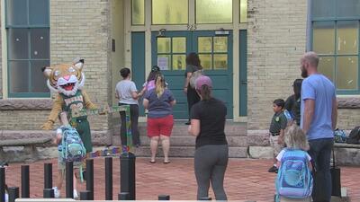Primer día de clases para estudiantes en San Antonio