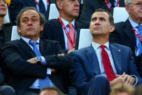También estuvieron presentes el francés Michel Platini, Presidente de la...