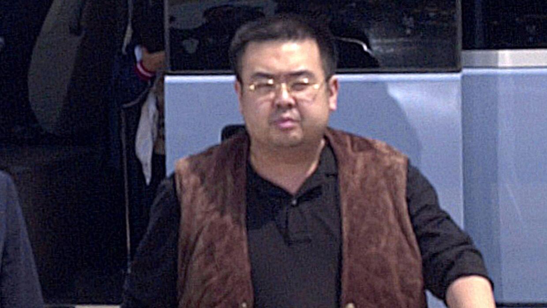 En esta imagen, tomada el 4 de mayo de 2001, un hombre que se cree es Ki...