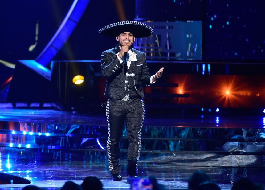 Espinoza Paz opta al premio por Mejor Canción Regional Mexicana.