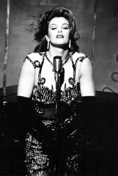 Además, a la par de su carrera como actriz, destacó por su carrera musical.