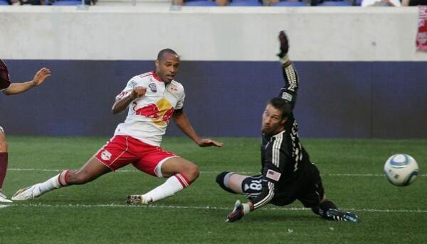 Thierry Henry se mantiene haciendo goles para Nueva York.