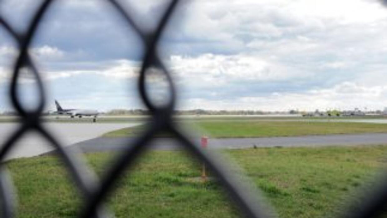 La Policía de Filadelfia aisló y registró un avión de US Airways proveni...