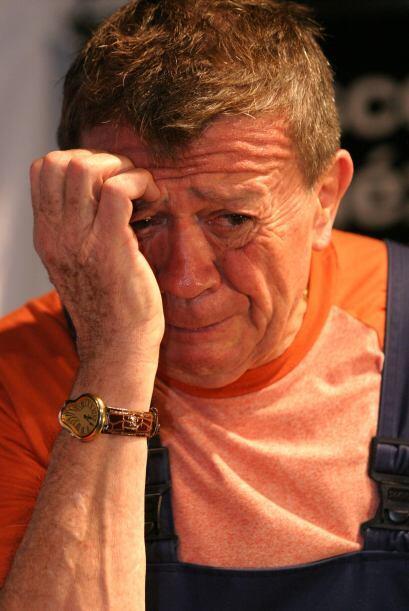 ¡No llores, Chabelo! Inmerso en su personaje durante una sesión de fotos...
