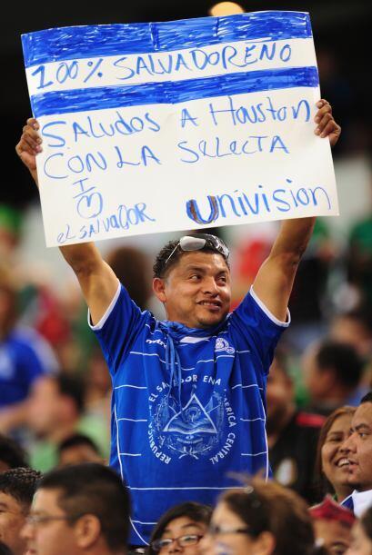 El Salvador terminó goleado por 5-0 ante el 'Tri', pero su gente disfrut...