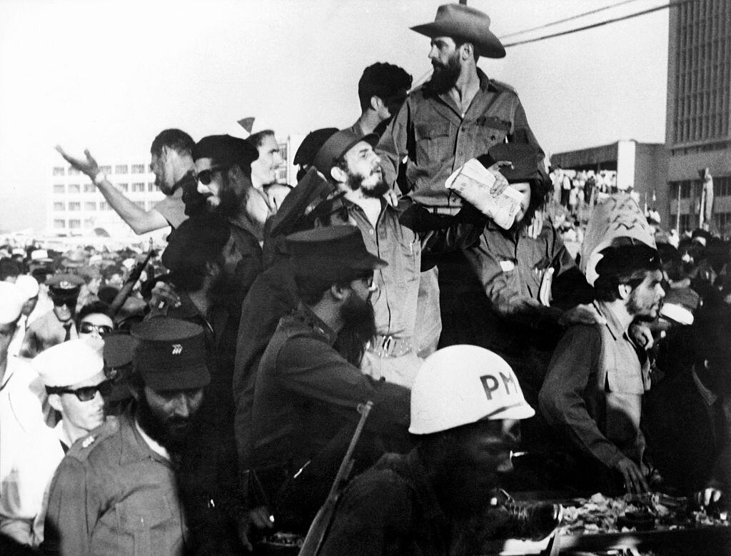 Además de Camilo Cienfuegos (I), Ernesto 'El Che' Guevara acompa&...