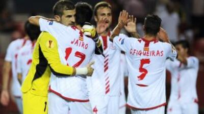 Sevilla celebra su victoria sobre Friburgo.
