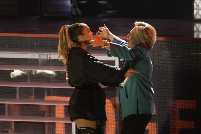 """Jennifer López presentó a Clinton como la """"pró..."""