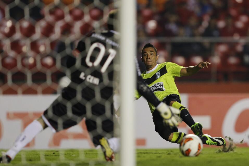 Se acabó el 'Ochoa imbatible' del Lieja, recibió su primer gol  AP_20209...