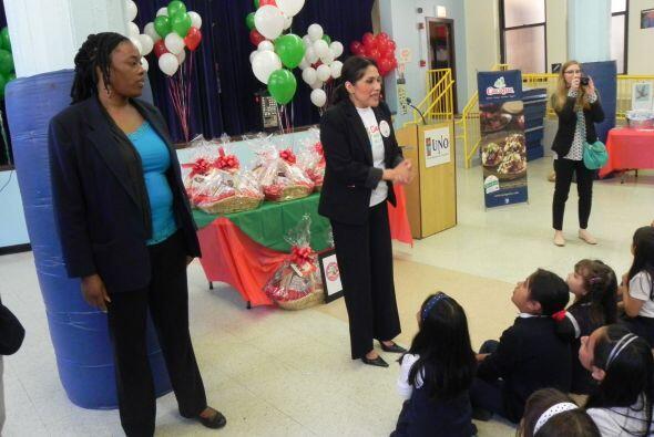 Durante el evento Becky Lopez de la agencia, PACO le dio la bienvenida a...