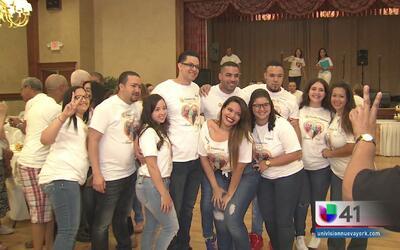 """""""Mamaita y Papá Juan"""" los unen en NY en el Día de la Madre Dominicana"""