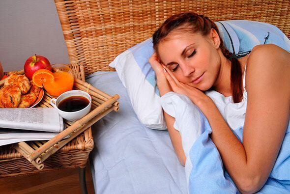 Aparte dormir bien te brinda beneficios completos, tu piel descansa y tu...