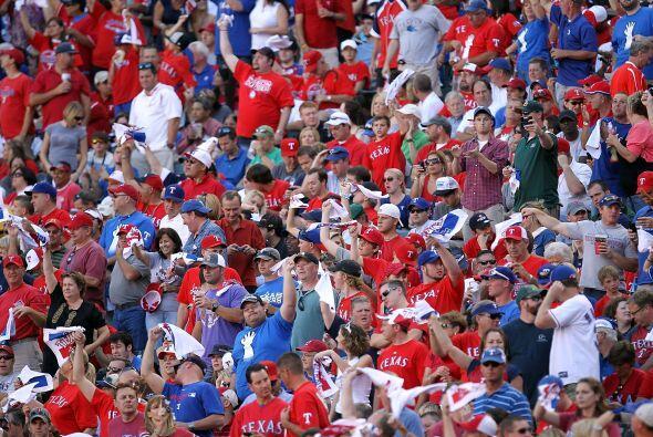 Los Rays de Tampa Bay derrotaron a domicilio a los Rangers de Texas y ex...