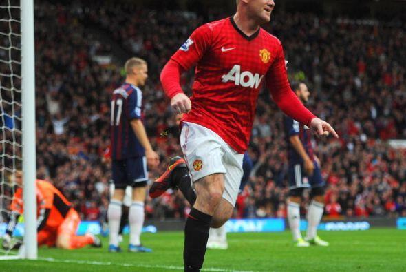 Poco después Rooney volvió a anotar, esta vez en el arco correcto, al ca...