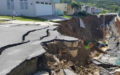 El derrumbe que dejó las residencias prácticamente en el a...