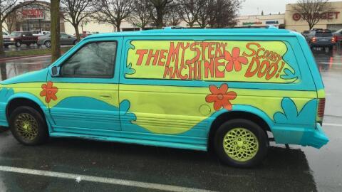 Conductora en libertad condicional se fuga en una camioneta de Scooby Doo