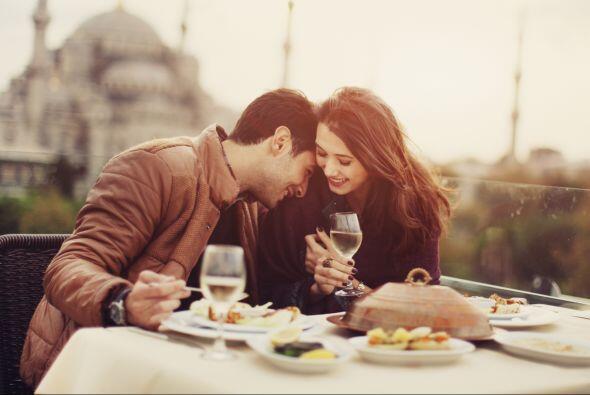Hacer un maridaje de vinos como una auténtica sommelier puede parecer co...