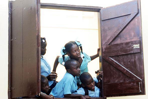 La escuela tiene alrededor de 2,500 estudiantes.