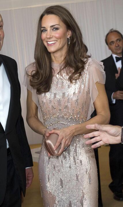 La Duquesa nos mostró que le encanta este vestido.