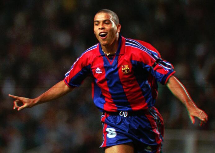 Ronaldo Nazario debutó con gol en el triunfo por 3-1 del Barcelona ante...