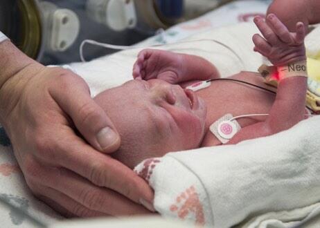El primer trasplante exitoso de útero en Estados Unidos que da como resu...