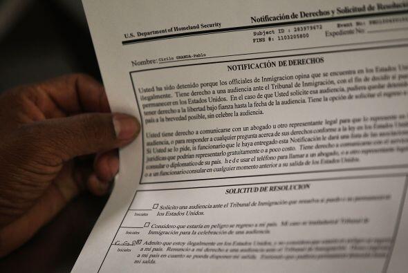 A julio de 2009, el ICE identificó unos 17,000 casos de inmigrantes expu...