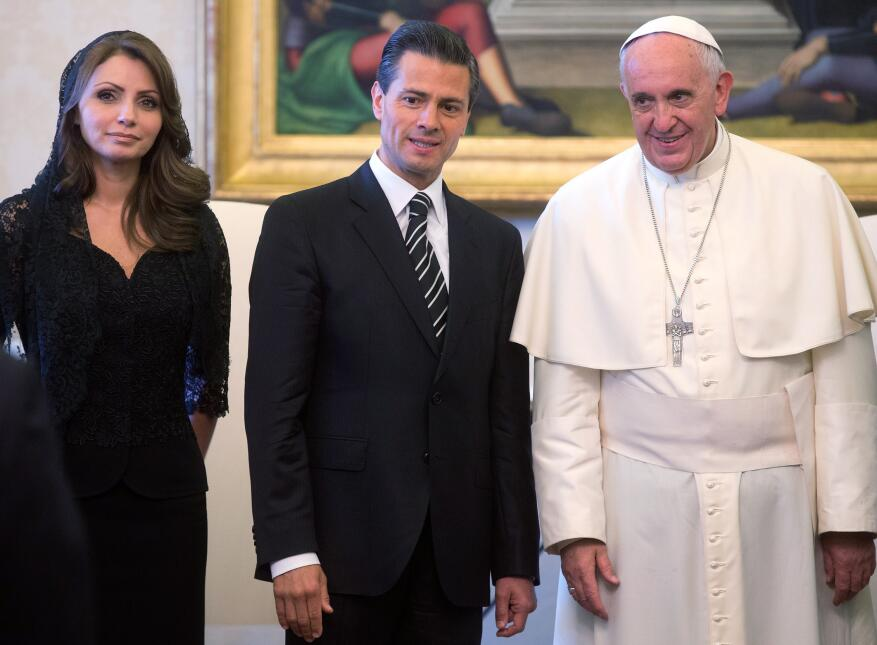 Pope Francis (R) poses with Mexico President Enrique Pena Nieto (C) and...