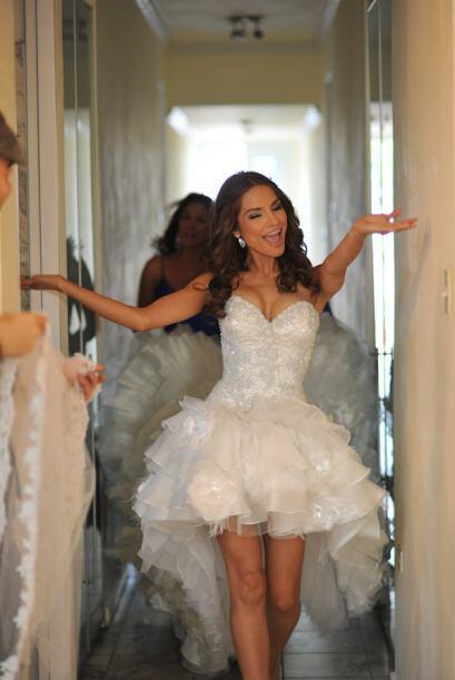 Luego de ponerse el vestido y a pocas horas de la ceremonia, Ale luc&iac...