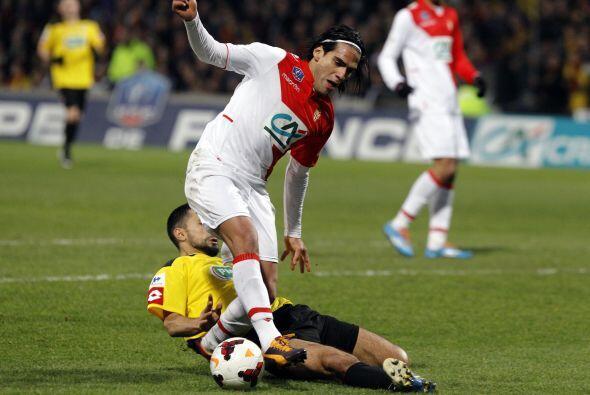 El Mónaco (equipo donde milita Falcao) se enfrentó al Chasselay de terce...